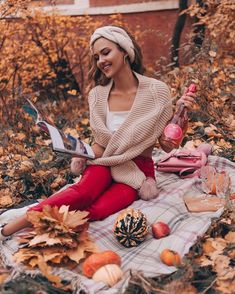 Picnic Photography, Autumn Photography, Girl Photography, Fall Photos, Winter Pictures, Winter Looks, Fall Picnic, Autumn Scenes, Autumn Aesthetic