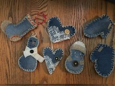 Made some happy little upcycled denim, lace, and burlap ornaments this Christmas – 2019 - Denim Diy Burlap Ornaments, Ornament Crafts, Diy Christmas Ornaments, Homemade Christmas, Handmade Ornaments, Recycled Christmas Gifts, Christmas Sewing, Christmas Projects, Holiday Crafts
