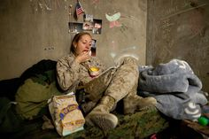 Hospital Corpsman Shannon Crowley, US Navy Sailor working with the FET Battalion Marines, eats American snacks sent from home while. Navy Military, Military Women, Military Female, Female Marines, Us Marines, Navy Corpsman, Army Usa, Camp Pendleton, Navy Sailor