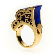 SARABANDE  Bague en or 18 ct ornée de lapis lazuli.