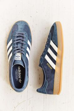 adidas Gazelle Gum-Sole Indoor Sneaker Blue stripe