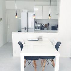 방 정리정돈 방법 <물건을 버리는 요령> - HOME 매거진 Decor, Table, Desk, Furniture, Home Decor, Office Desk