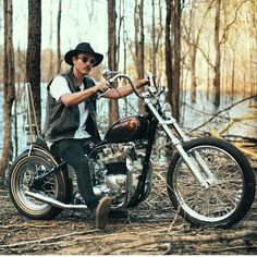 Totally Cool Triumph Bike,I love the Old School Look,Old School Rules!!