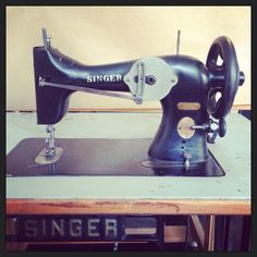 our studio 'iron lady' the SINGER 32-1 industrial zigzag sewing machine from around 1908. Still going strong. #singer #sewing #machine #vintage #rowold #32 #zigzag #usa