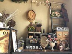 私の部屋の一部ゴチャゴチャしてるけど、お気に入りの場所 Photo And Video, Instagram, Home Decor, Decoration Home, Room Decor, Home Interior Design, Home Decoration, Interior Design