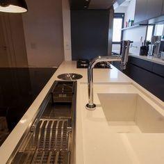 Remodeling Your Bathroom Choosing Your New Kitchen Sink New Kitchen, Kitchen Dining, Kitchen Decor, Kitchen Sinks, Interior Design Kitchen, Home Design, Kitchen Organization, Kitchen Storage, Cuisines Design