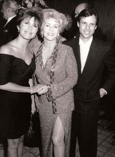 Carrie and Todd Fisher w/ mother, Debbie Reynolds Debbie Reynolds Carrie Fisher, Carrie Frances Fisher, Golden Age Of Hollywood, Classic Hollywood, Old Hollywood, Hollywood Icons, Todd Fisher, Eddie Fisher, Carrie Fisher Billie Lourd