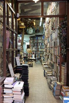 Old bookshop in Martires Str, Malaga (Costa del Sol, Andalusia, Spain) Books And Tea, I Love Books, Books To Read, Dream Library, Library Books, Cities, Home Libraries, World Of Books, Old Books