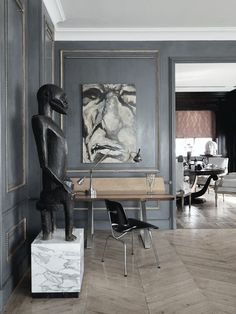 Sculptures & art against grey walls. #grey #gray #interiordesign