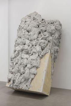 Anish Kapoor, Deposition, 2012 Ciment / Cement, 270 x 153 x 100 cm Photo. Fabrice Seixas
