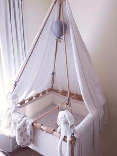 Kindekeklein Hanging Cradle