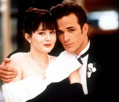 "In his role as Dylan McKay in the cult series ""Beverly Hills, flew - Movies list for you Brian Austin Green, Jennie Garth, Luke Perry, Idris Elba, Movies To Watch, Good Movies, Happy End, Shannen Doherty, Beverly Hills 90210"