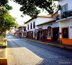 Calle Juárez / Juárez Street.    Centro de Vallarta: http://www.puertovallarta.net/espanol/que-hacer/pueblo.php    Downtown Vallarta: http://www.puertovallarta.net/what_to_do/down_town.php    #vallarta #puertovallarta #mexico