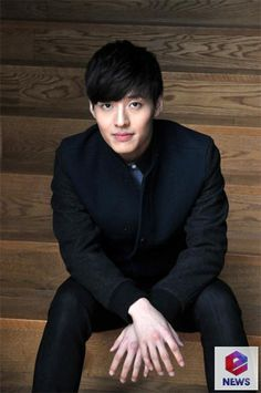 Photo] Kang Ha Neul Poses for Camera Before enews Interview