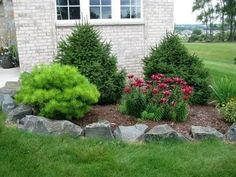 68 Lawn Edging Ideas That Will Transform Your Garden Looking for a solution decorating your yard? Take a look at these 68 lawn edging ideas that I promise that they will transform your garden. Gravel Landscaping, Small Front Yard Landscaping, Home Landscaping, Tropical Landscaping, Landscaping With Rocks, Landscaping Design, Landscaping Images, Yard Design, Front Design
