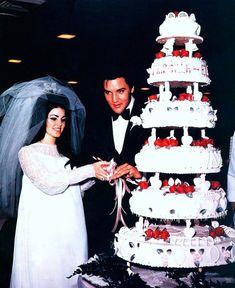 Prsicilla & Elvis cutting the cake