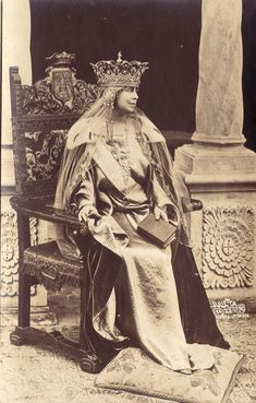 Queen Marie of Romania. Regina Maria a României. Vintage Photos Women, Photos Of Women, Pictures To Paint, Old Pictures, Rose Quartz Steven, Maud Of Wales, Romanian Royal Family, Good Old Times, Royal Jewelry