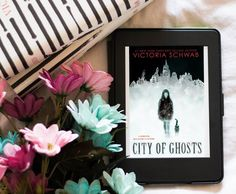 [LIVRO] City of ghosts, Victoria Schwab - Tudo que motiva Online Book Club, Books Online, Victoria, Bookstagram, Instagram Accounts, Poster, Reading, City, Pictures