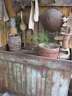 Antique dry sink at Dry Creek Cabins antiques Primitive Homes, Primitive Kitchen, Primitive Antiques, Country Primitive, Primitive Decor, Primitive Bedroom, Country Sampler, Primitive Bathrooms, Primitive Cabinets
