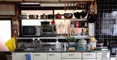 Inspiring Japanese Kitchen Style - My Little Think Japanese Modern, Japanese House, Kitchen Sets, Kitchen Decor, Tokyo Kitchen, Japanese Kitchen Knives, Japanese Dishes, Countryside Kitchen, Japanese Apartment
