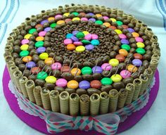 Torta decorada con golosinas Candy Cakes, Cupcake Cakes, Beautiful Cakes, Amazing Cakes, Different Kinds Of Cakes, Easy Homemade Recipes, Chocolate Decorations, Cake Board, Candy Party
