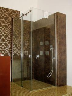Cabina de dus multifunctionala de la Vilux cu sauna si hidromasaj, cu pereti din panouri de aluminiu compozit, cadita de dus si inchidere superioara se potriveste perfect oricarei locuinte, fie ca stati la bloc sau la casa aceasta merge perfect si din punct de vedere al spatiului dar si din punct de vedere estetic.  http://www.vilux.ro/