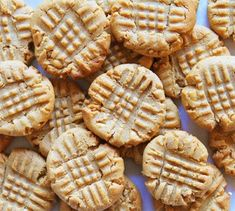 peanut butter cookies -- everything you could possibly want from a homemade batch of soft peanut buttery cookies with light crisp edges and the beautiful criss cross pattern.