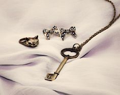 Vintage Jewellery by BobbyGlam. The oh-so-cute baby fox ring, grandmas key necklace and vintage bow earrings ♥
