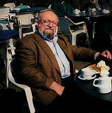 Ormianie w Polsce –Krzysztof Penderecki- kompozytor.Wikipedia, wolna encyklopedia Armenian People, Suit Jacket, Blazer, Suits, Jackets, Fashion, Door Prizes, Down Jackets, Moda