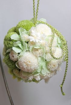 ボールブーケ Bridesmaid Flowers, Bride Bouquets, Bridal Flowers, Flower Bouquet Wedding, Floral Wedding, Wedding Arrangements, Floral Arrangements, Japanese Wedding, Style Japonais