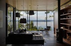 Exceptional Ocean and Mountain Views in the Casa Inlet Retreat in Washington, USA