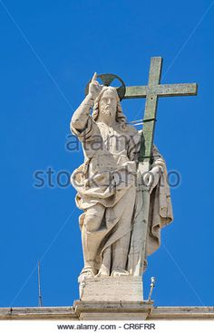 jesus Holding Cross Statue | Statue of Jesus holding a cross above the colonnades, Basilica of ...