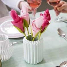 Our Flower Napkin Holders are shaped to look like long, lovely floral stems and turn ordinary napkins into blossoming flowers! Romantic Roses, Elegant Flowers, Table Rose, Flower Holder, Special Flowers, Plastic Flowers, Napkin Folding, Origami Flowers, Blossom Flower
