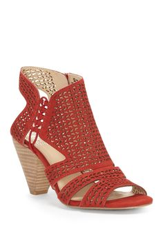 597aaf290b55 Esten Perforated Sandal (Women) by Vince Camuto on @nordstrom_rack Vince  Camuto, Modeskor