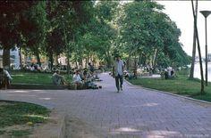 Trọn bộ 270 bức ảnh về Hà Nội năm 1991-1993 của Hans-Peter Grumpe - Redsvn.net Hans Peter, Hanoi, Dolores Park, Sidewalk, Street View, Travel, Viajes, Side Walkway, Walkway
