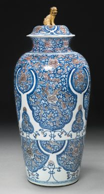 A RARE AND IMPORTANT UNDERGLAZE-BLUE AND COPPER-RED 'SOLDIER' VASE AND COVER QING DYNASTY, KANGXI PERIOD - Sotheby's
