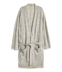 Light gray melange. PREMIUM QUALITY. Fine-knit, knee-length bathrobe in a soft cashmere blend with front pockets and a tie belt.