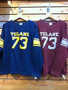 チャンピオンから長袖Tシャツが入荷しました。こちらはフットボールTのシルエットがいいですね!一枚で着ても重ね着に使っても元気なアメカジが出来上がります。 価格¥5,145-