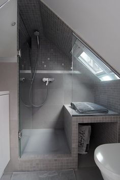 Check Out 43 Useful Attic Bathroom Design Ideas. Attic spaces are considered to be difficult to decorate due to the roofs of various shapes. Attic Shower, Small Attic Bathroom, Loft Bathroom, Upstairs Bathrooms, Loft Ensuite, Shower Seat, Sloped Ceiling Bathroom, Shower Bathroom, Bathroom Ceilings