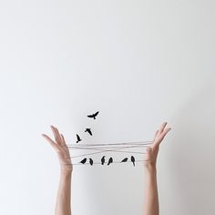 Peechaya Burroughs, an Australian artist, shares daily on her Instagram account minimalist and playful scenes of sculptures she does by hand or thanks to Photoshop. She draws her inspiration from childhood memories and imagination in order to bring a dose of optimism everyday.