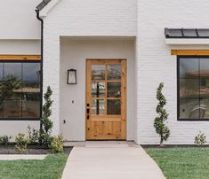 White brick house exterior with wood entry door. White Exterior Paint, Exterior Paint Colors, Exterior House Colors, Black Exterior, White Exterior Houses, House Painting Exterior, Modern Exterior, White Washed Brick Exterior, Exterior Design