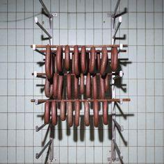 Erik Smits (° 1973), studeerde af aan de fotoacademie Amsterdam in 2006 en werkt sindsdien voornamelijk als portretfotograaf voor diverse opdrachtgevers. 'Droogrek', Slagerij van Dijk, Groningen, NL. Contemporary Artists, Wine Rack, Amsterdam, Storage, Furniture, Home Decor, Purse Storage, Decoration Home, Room Decor