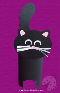 LAVORETTI HALLOWEEN PER BAMBINI Un gatto nero di Halloween da realizzare con un rotolo/tubo della carta igienica.Un lavoretto semplice e rapido da creare p
