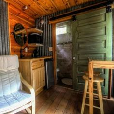TINY CONTAINER CABIN FOR RENT