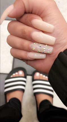 The advantage of the gel is that it allows you to enjoy your French manicure for a long time. There are four different ways to make a French manicure on gel nails. Dope Nails, Aycrlic Nails, Nails On Fleek, Fun Nails, Hair And Nails, Stiletto Nails Glitter, Coffin Nails, Do It Yourself Nails, How To Do Nails
