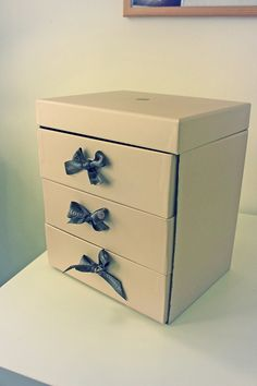 DIY beauty drawers from old GlossyBoxes :)