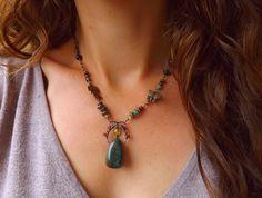Collier wire wrapping Agate mousse, Tourmaline rose et marron, Grenat, Obsidienne, Péridot: ᘛ Calice des Dryades ᘚ : Collier par atelier-bijoux-legendaires