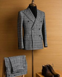 Gentleman Style 493425702923050817 - Have you thought of using W Bill Classic Shetland to make a double breasted suit? The outcome can be amazing! W Bill Classic Shetland double breasted suit by Mr. Dandy… Source by RobertoFabrisdiChioggia Mens Tailored Suits, Mens Suits, Dress Suits For Men, Men Dress, Sharp Dressed Man, Well Dressed Men, Costume Prince, Suit Combinations, Look Formal