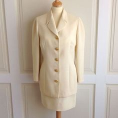 Gianni Versace Istante Cream Womens Wool Suit Jacket Size 10 Skirt 8.   theosvintagefinds   15a18c347ccb