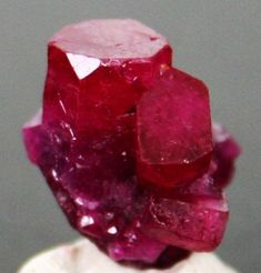 Beautifull Rough Ruby you can easily observ the classical facies of the trigonal (rhombedric) symetry in this specimen with tabular, short prismik facets, piramidal marks on the pinacoid